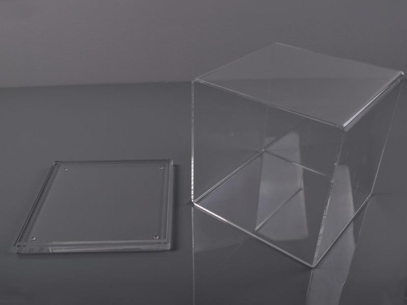 Cubos fabricados en metacrilato